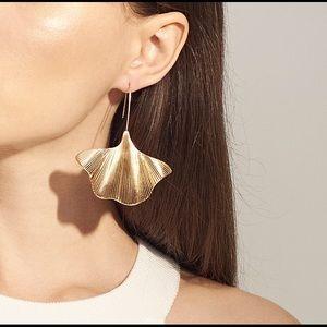 New Gold Sea Shelf Earrings